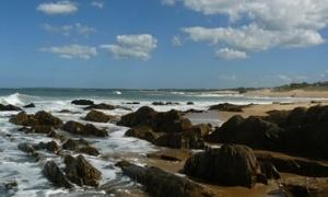 Ubicado a 230 km de la capital Montevideo, La Pedrera es uno de los balnearios de la costa rochense de Uruguay.Por su formación rocosa y su acantilado se suele decir […]