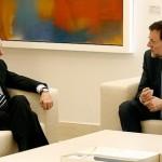 El presidente del Gobierno, Mariano Rajoy, recibe al l� der de la oposición, Alfredo Pérez Rubalcaba, en  la Moncloa