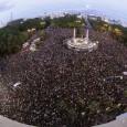Varios miles de personas, 4.500 según la delegación del Gobierno, se congregan en la plaza de Neptuno de Madrid dentro de la iniciativa 'Rodea el Congreso', gritando consignas como […]