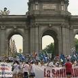 Concluye con una cadena humana alrededor de la madrileña Puerta de Alcalá Protestan contra los recortes y la privatización de seis hospitales madrileños Varios centenares de personas han secundado este […]