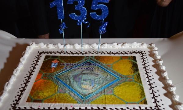 El Centro gallego de Montevideo ha celebrado su 135 aniversario con una fiesta de gala en su sede polideportivo de Carrasco. Autoridades nacionales y de España se hicieron presente en […]