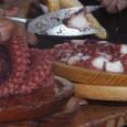 Una tapa de pulpo de la talla XXL - Carballiño elabora con 500 kilos de cefalópodo el plato más grande del mundo s. espinoso | o carballiño Publicado en Faro […]