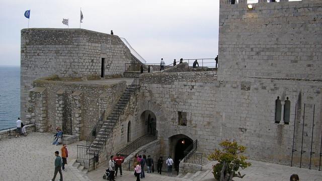 El Castillo Palacio de Peñíscola (Provincia de Castellón, España), también llamado Castillo del Papa Luna, está emplazado en la zona más elevada del peñón que domina la ciudad, alcanzando una […]