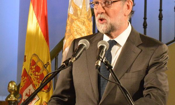 El presidente de gobierno español Mariano Rajoy ha sido arropado por autoridades de la colectividad española de Uruguay y representantes del gobierno uruguayo en la embajada. El anfitrión, embajador Roberto […]